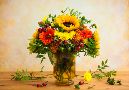 vase of flowers: autumnal flowers and berries in a vase Stock Photo