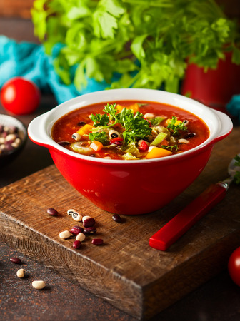 White and red bean soup with vegetables and tomatoes. Vegetarian bean soup for fall and winter season Banco de Imagens