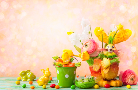 Easter holiday decorations with bunny, chicks, chocolate eggs and spring flowers Stock Photo - 95365061