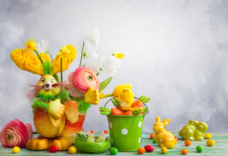 Easter holiday decorations with bunny, chicks, chocolate eggs and spring flowers Stock Photo - 96925860