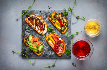 Set of assorted bruschetta  with various toppings for holiday on the stone board. Top view. Party food concept. Banque d'images - 107422137