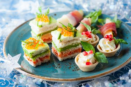 Assortimento di antipasti festivi sul piatto