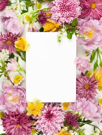 Beautiful pink flowers on white background. Flowers composition. Summer floral concept. Flat lay, copy space. Imagens - 126492134
