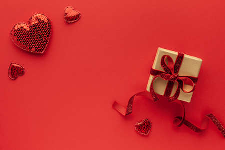 Festive composition with gift box and hearts on red 免版税图像