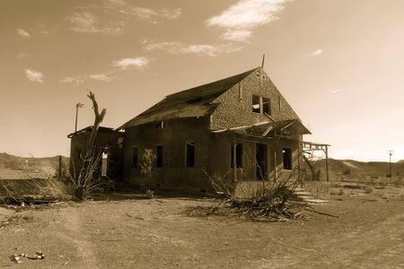 abandoned: Route 66, abandoned house in desert Stock Photo