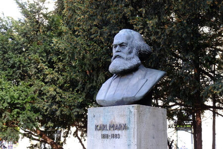 marx: Statue of Karl Marx, Berlin