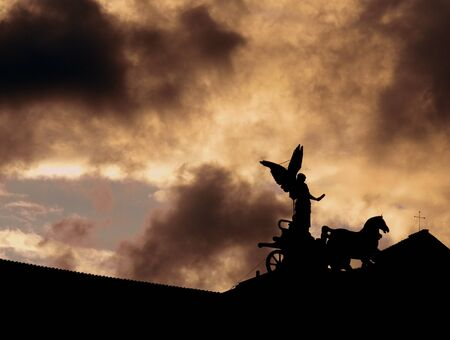 Quadriga del vittoriano al tramonto Archivio Fotografico - 86570915