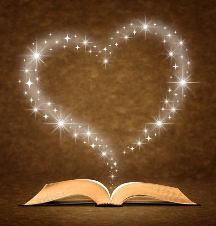 leer biblia: Libro antiguo abierto. un gr�fico de coraz�n estrella en la parte superior del libro