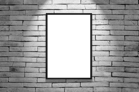 pared iluminada: Un marco negro en pared de ladrillo gris