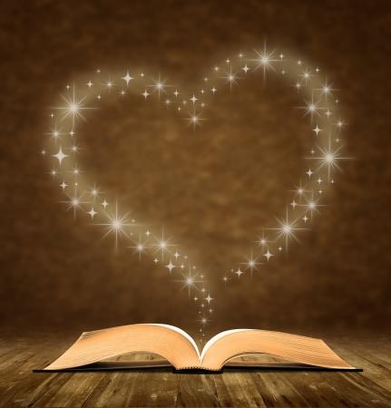 schreiben: alte Buch �ffnen. ein Stern, Herz-Grafik an der Spitze des Buches. Lizenzfreie Bilder