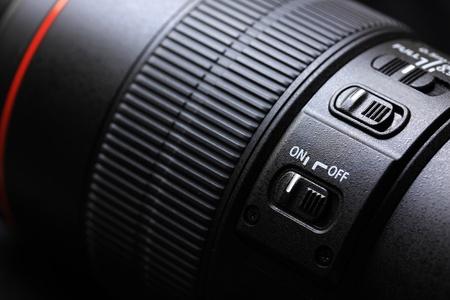při pohledu na fotoaparát: objektiv makro