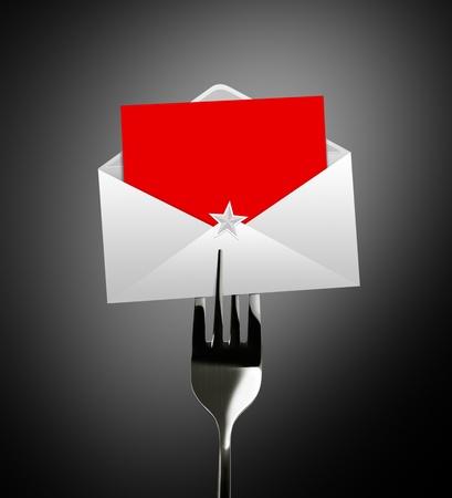 envelope with letter: lettera e la busta di carta rossa buon Natale e stella sulla forchetta d'argento