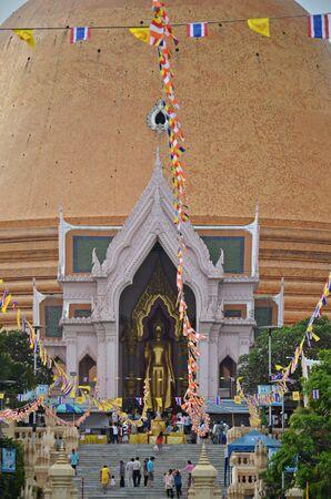 nakhon pathom: wat phra pathom chedi in nakhon pathom in thailand