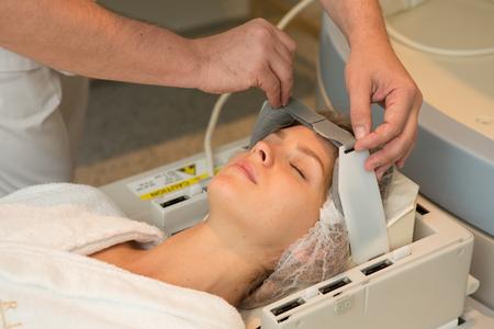 resonancia magnetica: examen del doctor de la mujer en la formaci�n de im�genes por resonancia magn�tica Foto de archivo