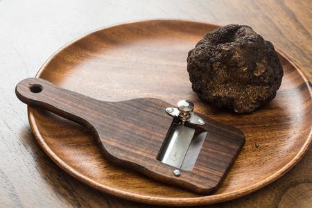 黒トリュフのきのこの珍味。珍しいと高価な野菜 写真素材