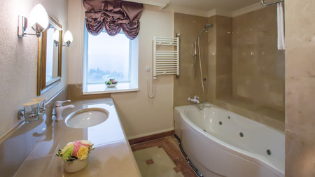 luxury bathroom interior complete with granite and beautiful tiled floors and walls. Stockfoto