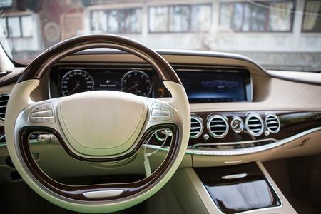 Luxus-Auto-Inneneinrichtung. Shallow DOF - selektiven Fokus Standard-Bild