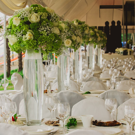 ceremonia: boda creó en el jardín de la playa en el interior. Primer de las flores