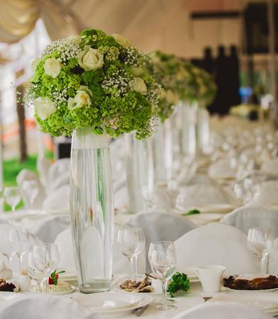 結婚式は、ビーチ内の庭を設定します。花のクローズ アップ