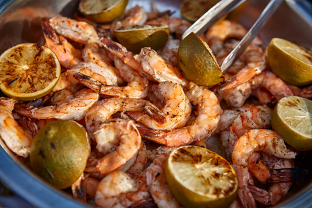 limon: Fried shrimps with limon wedges. Shallow dof