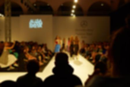 Fashion runway unscharf. Die Unschärfe Hintergrund Standard-Bild