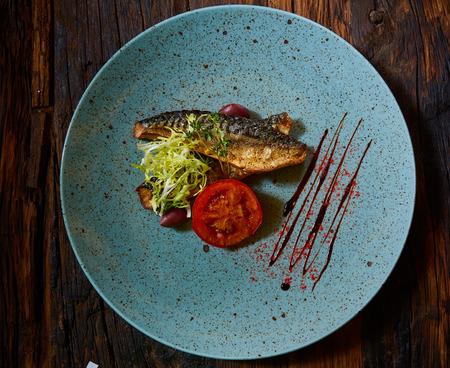 魚料理。魚のフライと野菜 写真素材