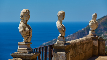 Scenic picture-postcard view of famous Amalfi Coast with Gulf of Salerno from Villa Cimbrone gardens in Ravello, Naples, Italy Stockfoto