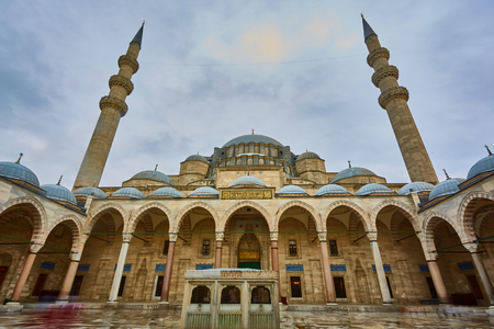 Ansicht des majestätischen Suleiman-Moscheenpatios, Istanbul, die Türkei.