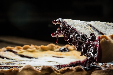 Homemade Organic Berry Pie with blueberries and blackberries Banco de Imagens - 95670613