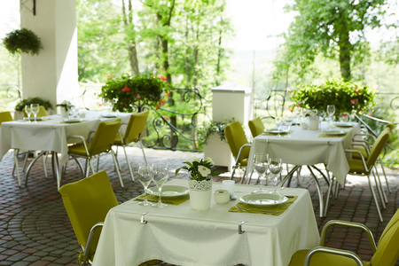 terrace summer cafe with tables and chairs for people, an empty institution for recreation, nobody Archivio Fotografico