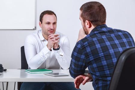 El hombre en la entrevista de trabajo Foto de archivo