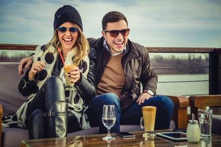 Man and woman laughing Standard-Bild