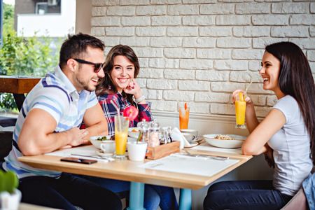 Friends laughing at the lunch in the restaurant Standard-Bild