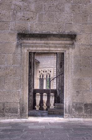 Vecchia finestra e la porta