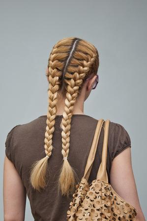 psyche: corte de pelo de la mujer, una ni�a con trenzas