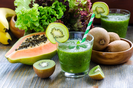 smoothie: Green healthy kiwi tropical fruits smoothie with papaya and bananas Stock Photo