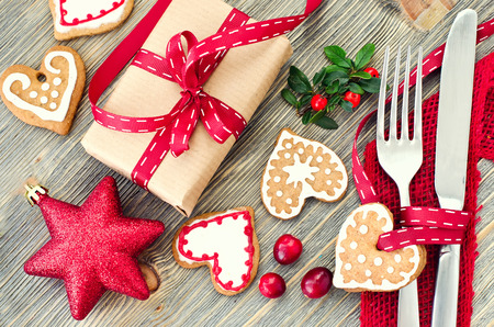 Christmas dinner decoration with gingerbread cookies and gift box