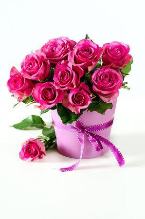 Roze rozen op een witte achtergrond selectieve aandacht Stockfoto