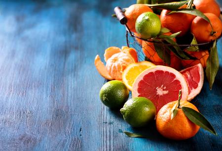 Mix van citrusvruchten, vitamines concept, verfrissing, gezond fruit, veganistisch eten, kopie ruimte Stockfoto