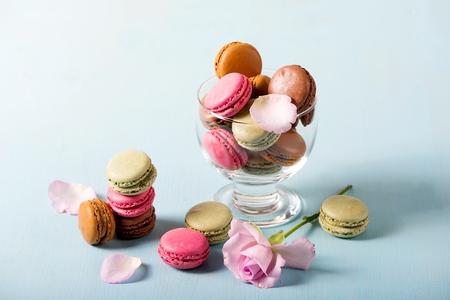 pasteleria francesa: French sweets macaroons for dessert, macaron pastry Foto de archivo