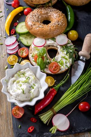 picknick: Vegetarian bagel sandwich with fresh veggies and cream cheese, vegan healthy food, lunch, breakfast, snack