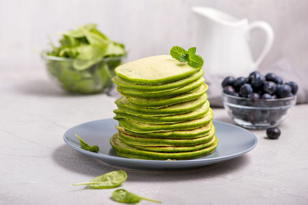 Stack of green pancakes with spinach, healthy snack, vegetarian food Banco de Imagens - 123584489