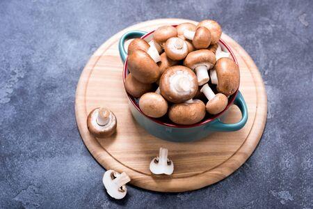Brown champignons in bowl for cooking, vegan ingredients Banco de Imagens