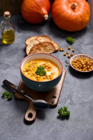 Pumpkin soup with baked chickpeas, healthy vegan food and clean eating concept, autumn dinner Banco de Imagens