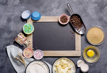 Baking ingredients for cake, cupcakes or muffins with chalk board copy space background Banco de Imagens