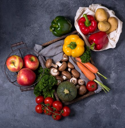 Eco-friendly lifestyle and shopping, zero waste, healthy organic vegetables and fruits, vegan foods Stockfoto
