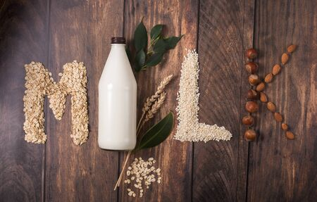 Plant based milk, ingredients for plant milk Banque d'images - 142635264