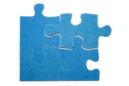Vier blaue Teile eines Puzzles mit einem weißen Hintergrund Standard-Bild - 11214517