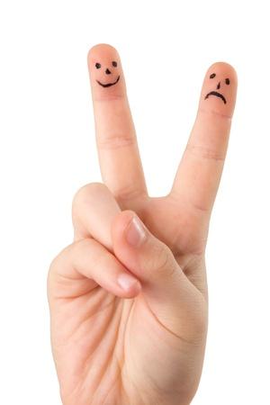 Hand eines Kindes mit Gesichtern auf zwei Fingern auf einem weißen Hintergrund Standard-Bild - 11856581