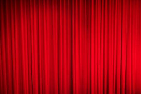 telon de teatro: Red cortina cerrada con puntos de luz en un teatro